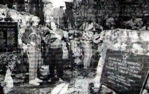 Део екипе припрема се за спуштање у Шаранову јаму чији је отвор заклоњен зидићем на десној страни