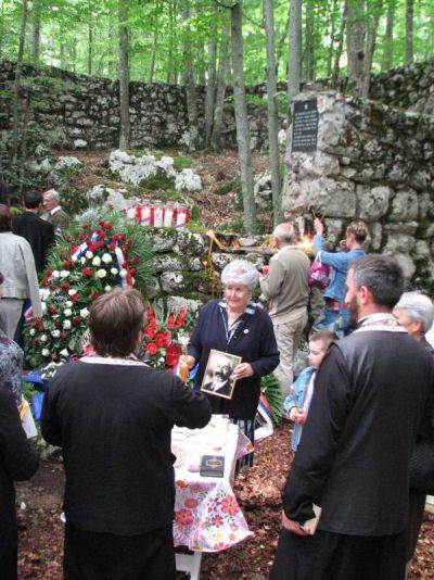 Мелиса Будимир - парастос оцу Сими на Јадовну, jун 2010.