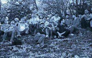 Група ливањских Срба-добровољаца на вађењу костиjу из jаме Камешнице