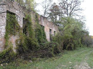 Остаци школе у Челебићу