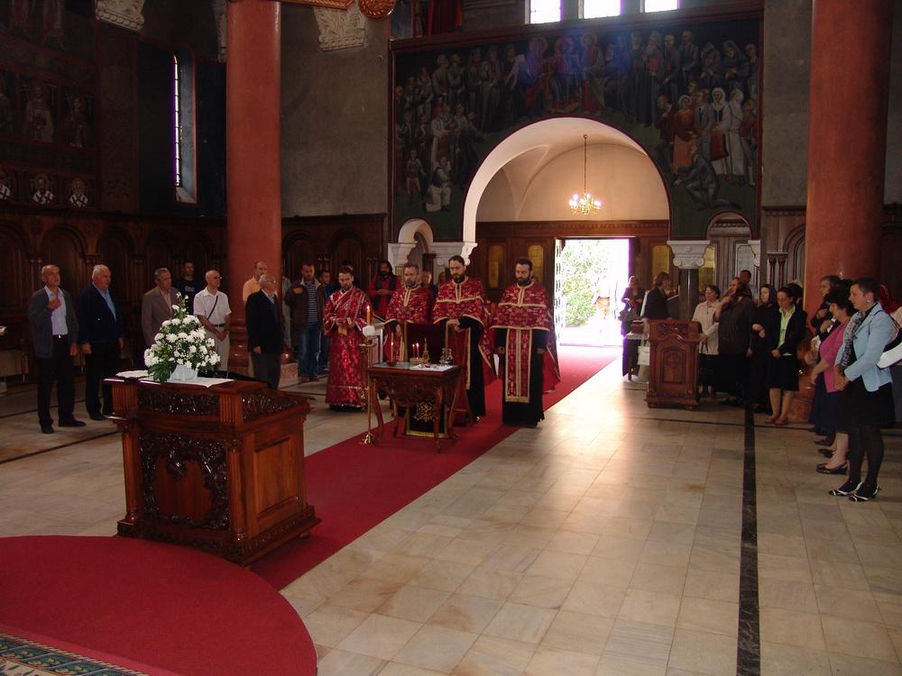 Парастос Јадовинским мученицима у Цркви Свете Троjице у Бањоj Луци.