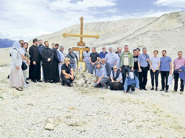 Спомен крст на Пагу
