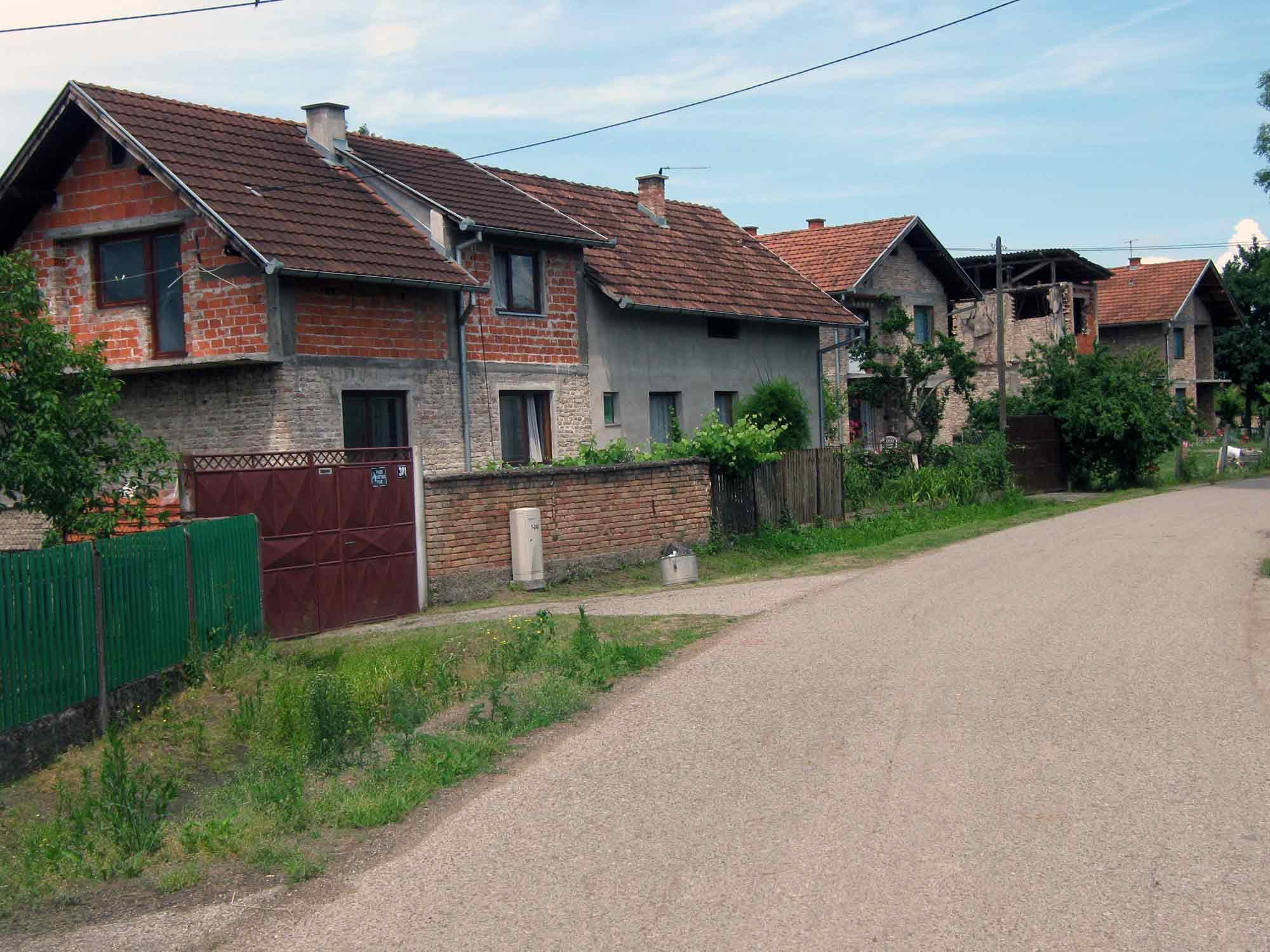 http://jadovno.com/tl_files/ug_jadovno/img/otadzbinski_rat/Sijekovac_naselje.jpg