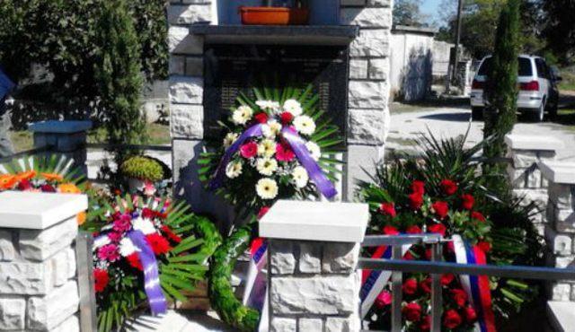Споменик српским цивилима убиjеним у Вариводама