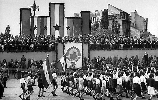 http://jadovno.com/tl_files/ug_jadovno/img/preporucujemo/2014/beograd-prvi-maj-1946.jpg