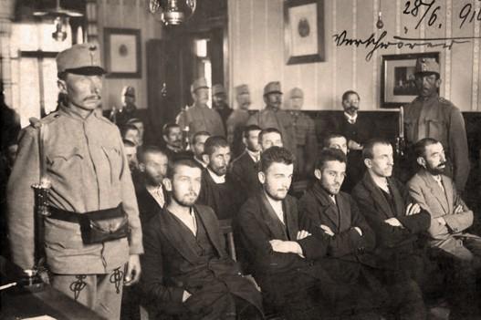 http://jadovno.com/tl_files/ug_jadovno/img/prvi_svjetski_rat/Mladobosanci-u-sudnici.jpg