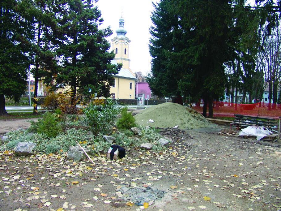 Današnji izgled mjesta na kome je do kraja 1991. godine stajao kamen-temeljac pobijenim Grubišnopoljcima (snimljeno 17. novembra 2009).