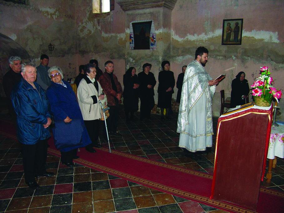 U crkvi Svetog Georgija u Grubišnom Polju, 30. aprila 2006. paroh Branislav Todorić služi parastos žrtvama od 26/27. aprila 1941. u prisustvu nekolicine parohijana