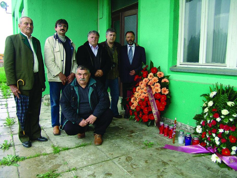 Na željezničkoj stanici u Grubišnom Polju 27. aprila 2006. godine - polaganje vijenaca i odavanje pošte stradalima 26/27. aprila 1941. godine. Na ovom mjestu je od 4. jula 1959. do 1991. godine, kada je uništena, stajala spomen-ploča, koja do danas nije obnovljena