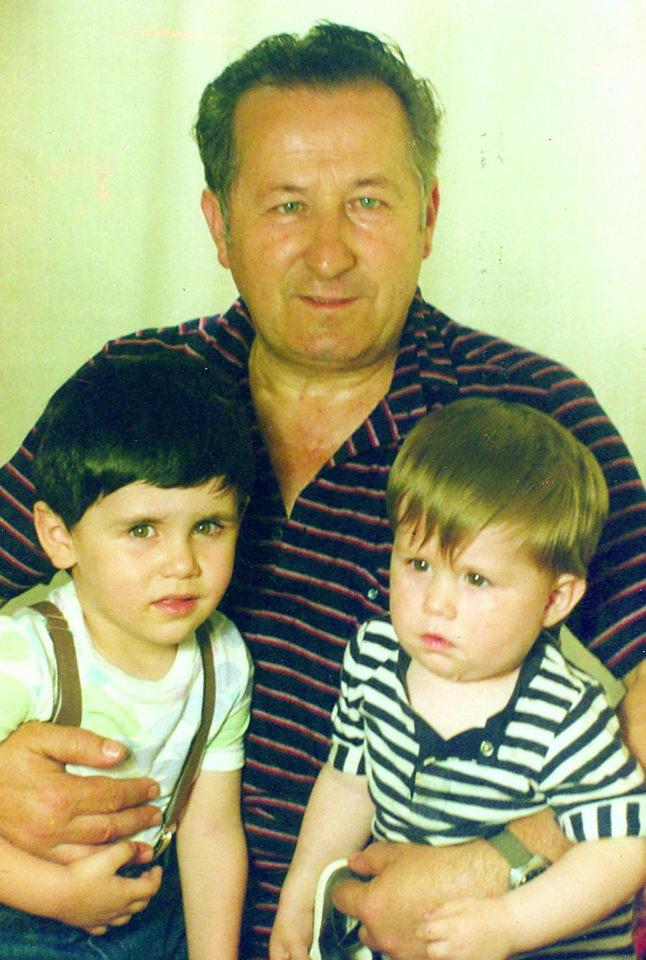 Deda Milan sa unucima Vedranom i Lukom, 1986. godine