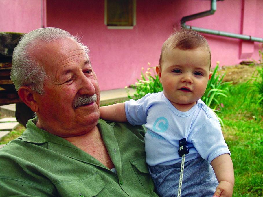 Deda Milan sa unukom Lazarom, maj 2009. godine