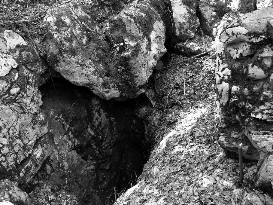 Šaranova jama u kompleksu ustaških logora Jadovno na Velebitu, Republika Hrvatska