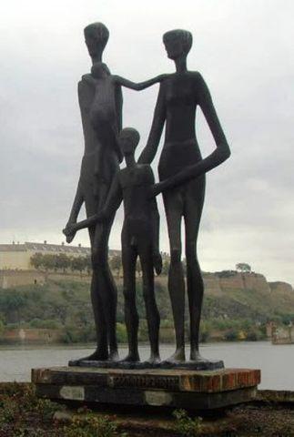 Споменик жртвама рациjе у Новом Саду