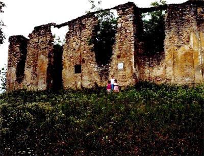 Згариште СПЦ Свете Петке на Коларићу, гдје је хрватска војска 26. априла 1942. усмртила и спалила 106 српских цивила