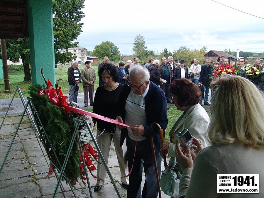 http://jadovno.com/tl_files/ug_jadovno/img/stratista/grubisno/komemorativni-skup-z-s16.JPG