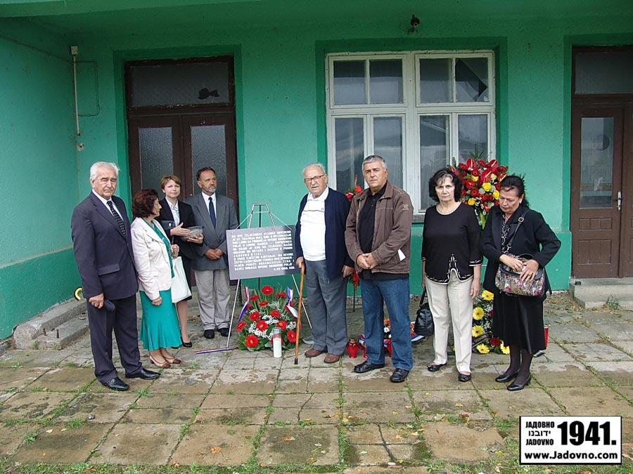 http://jadovno.com/tl_files/ug_jadovno/img/stratista/grubisno/komemorativni-skup-z-s37.JPG