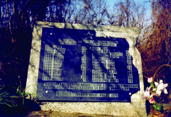 Oštećeni spomenik stradalima na Trandlerovoj djetelini