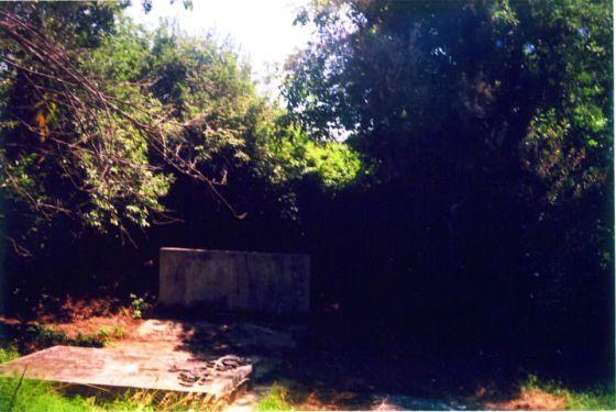 Spomenik stradalima u Kiselovom jarku, podignut 1974. godine, devastiran 1991. godine