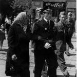 Милан Басташић са мајком Евицом, Загреб, 1. мај 1954. године