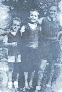 """Синови ливањског трговца РАДА РАДЕТЕ, НИКОЛА, ДЕЈАН И МИЛОШ поклани су у шуми Копривници заједно са мајком ВЕСЕЛИНКОМ и баком, седамдесетједногодишњом МИЛКОМ АНЂИЋ, само мјесец дана послије оца ( занимљиво је да се у овдје цитираном документу спомињу само """"два сина мала"""" Рада Радете, нема ни њихове мајке, ни бабе)"""