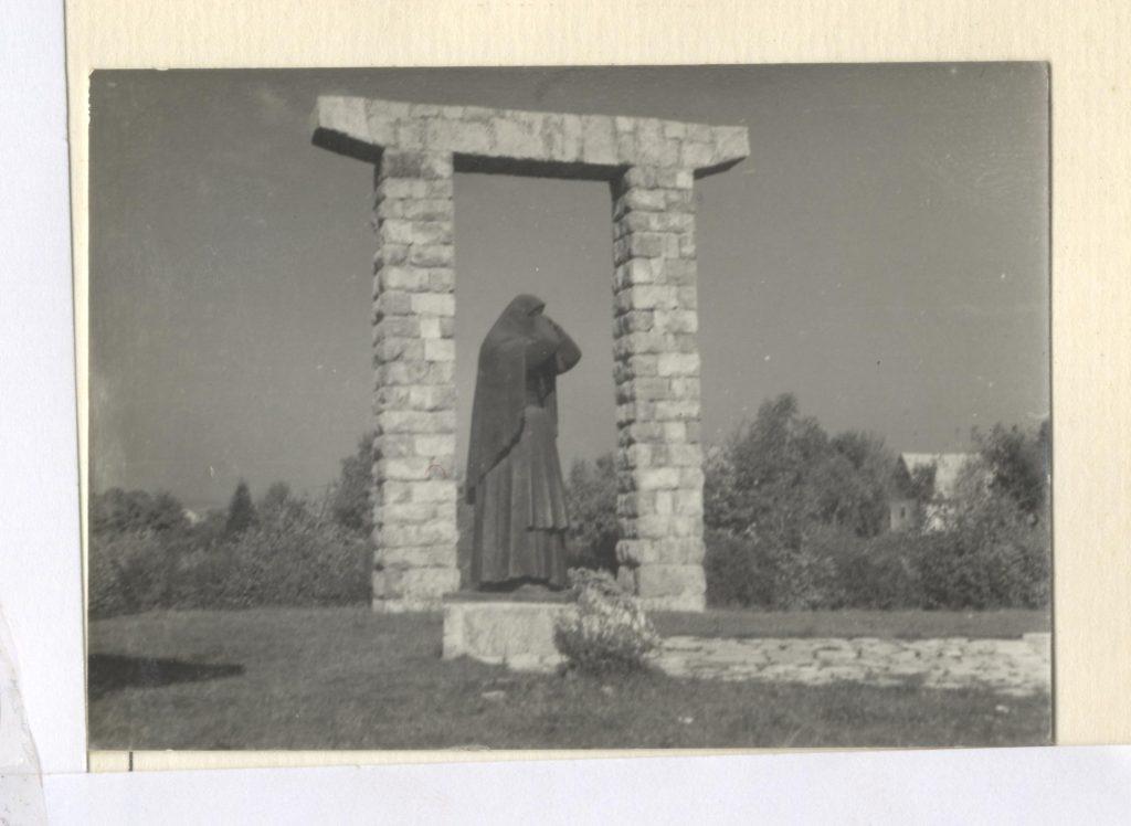 Spomenik-Jasikovac-Gospic-3