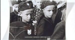 Деца са Козаре у усташким униформама