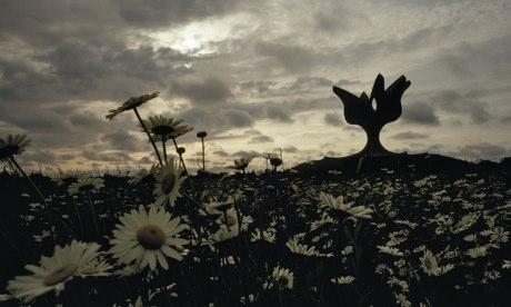 Велика скулптура цвета чува сећање на концентрациони логор Јасеновац у Хрватској Photograph: James P. Blair/National Geographic/Getty Images