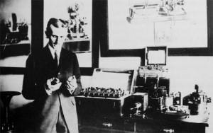 tesla-u-njujorskoj-laboratoriji-oko-1900.jpg