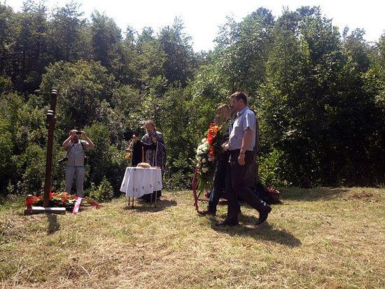 Parastos za Srbe bačene u Klečku jamu