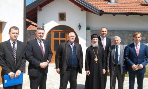 Episkop_Atanasije_sa_ministrom_za_izbjeglice_i_raseljena_lica_RS_Davorom_Cordasom.jpg