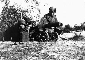 Митраљесци IV батаљона XVI муслиманске бригаде за време борбе са усташама на положаjу код Оџака, маjа 1945. (Фото www.znaci.net)