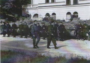 Постројена Српска гарда Илиџа испред хотела Србија