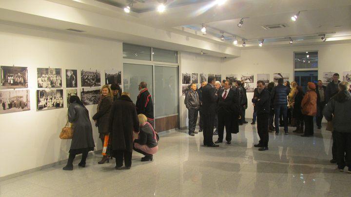 У Галерији Центра за културу у Бијељини вечерас је отварена изложба архивских форографија посвећених ратном подвигу Руса и Срба током Првог свјетског рата