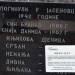 Pakrac: Obavještenje ostavljeno na grobnim mjestima Foto: SRNA