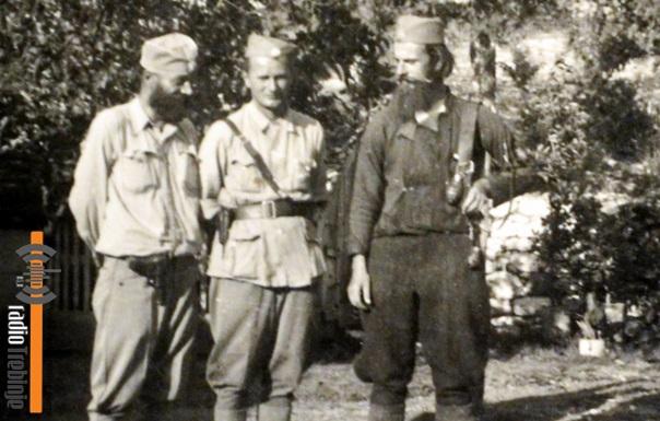 Пејановић са Милорадом Видачићем, командантом Требињског корпуса ЈВуО (у средини) и Владом Милојевићем, командантом Требињске бригаде ЈВуО (десно)