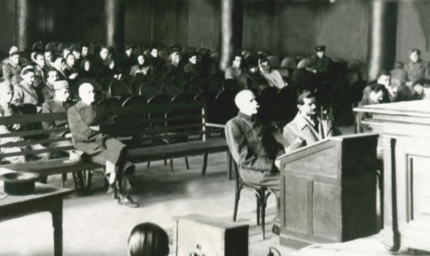 Сомбатхељи и Фекетехалми (десно) на суђењу 1946.