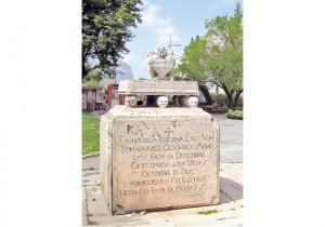 Демонтиран и споменик породици Ченази (Фото: С. Ковачевић)