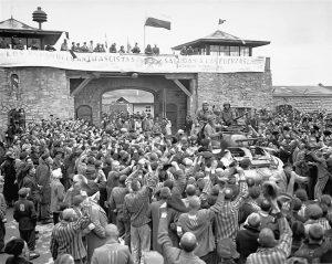 Заточеници логора Маутхаузен дочекали су ослободиоце 5. маја 1945. (Фото Википедија)