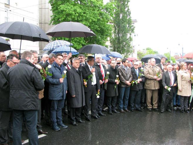 Obilježavanje stradanja vojnika JNA u Dobrovoljačkoj (foto: Srna)