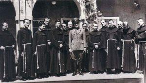 Павелић међу Фрањевцима (Фото: Википедија)