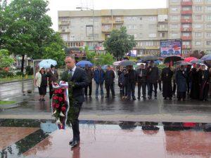 Полагање вијенаца ослободиоцима града Бијељина Фото: СРНА