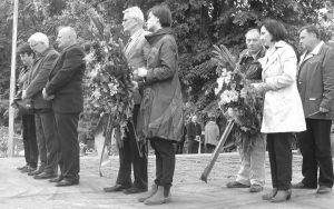 Полагање вијенаца српским жртвама у Глини