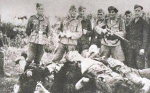 Усташе славе над телима жртава у Доњој Градини