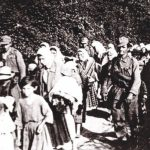 Усташе спроводе народ са Козаре