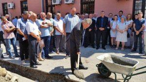 U Bijeljini je danas počela izgradnja spomen-sobe za poginule borce Odbrambeno-otadžbinskog rata za šta je iz gradskog budžeta potrebno izdvojiti 100.000 maraka