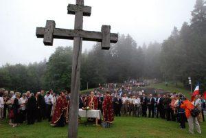 Служењем парастоса код спомен-крста на Мраковици почело је обиљежавање 74 године од Битке на Козари у организацији влада Републике Српске и Србије.