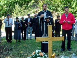 На данашњи дан прије 21 године на Озрену су погинули радници Радио-телевизије Републике Српске /РТРС/ Саша Колевски и Горана Пејчиновић, на чији је аутомобил, док су били на радном задатку, муслиманска страна отворила ватру.