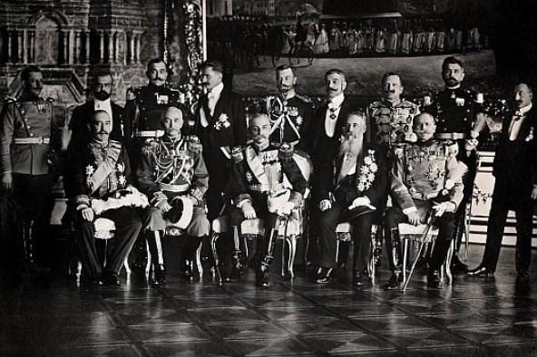 Пуковник Јуришић као ађутант краља Петра I у посети Царском селу 1910. године