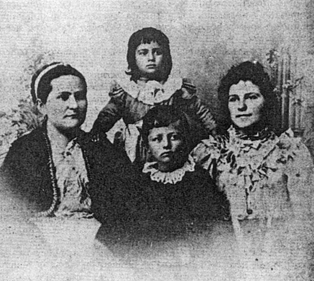 Дража са сестром Јелицом, бабом Станицом и стрином