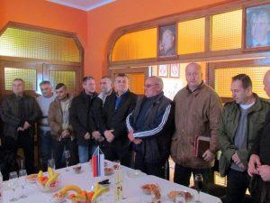 Predsjednik Gradske boračke organizacije Bijeljine Miodrag Stevanović sa saradnicima na novogodišnjem prijemu za novinare